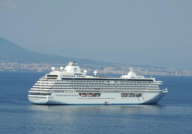 cruise-ship-1034620_640